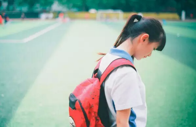 大学毕业纪念小说:赵小姐(四) 走就走吧,别忘了带上你的洋伞